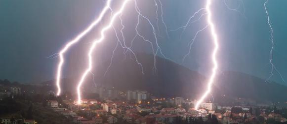 Spektakularne fotografije noćnog nevremena iznad Dubrovnika (VIDEO)