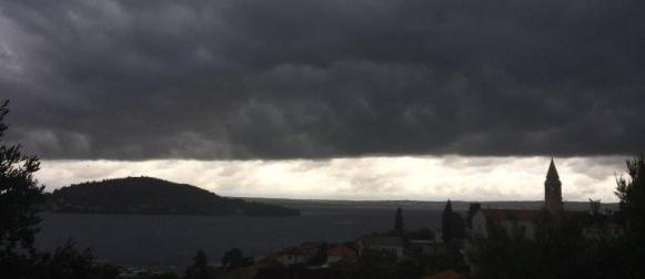 Potop u sjevernoj Dalmaciji: U 24 sata palo više kiše nego što prosječno padne cijeloga ljeta!