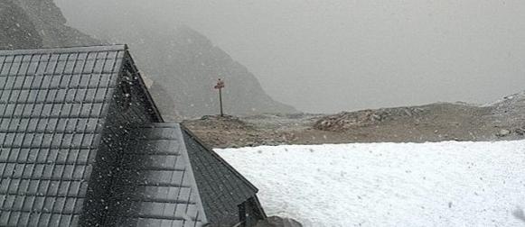 Na Kredarici snijeg, u Hrvatskoj lokalno obilni grmljavinski pljuskovi (FOTO, VIDEO)