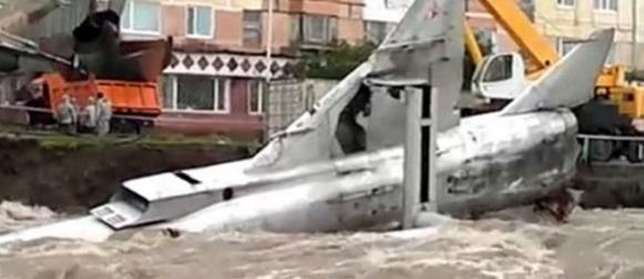 Pogledajte kako je sovjetske MIG-ove odnijela rijeka u olujnom nevremenu u Rusiji