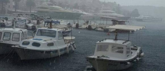 I dalje promjenljivo: Obilna kiša pala na Hvaru
