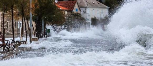 Večeras stižu novi obilni grmljavinski pljuskovi, moguća ciklonalna plima