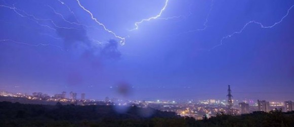 Oborine na zapadu, ljeto na istoku: Obilna kiša na riječkom području, u Slavoniji +29°C!