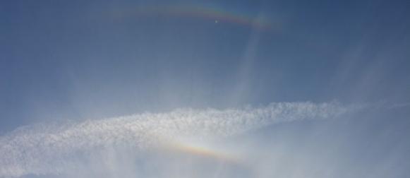 Igra Sunčeve svjetlosti i kristalića leda iznad Ravnih kotara
