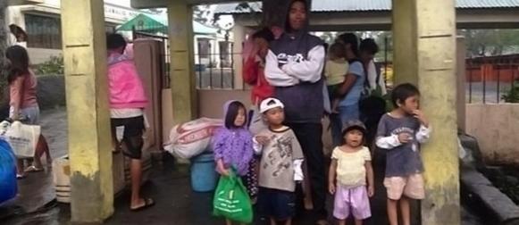 Najmanje 21 poginuli u naletu tajfuna na Filipinima