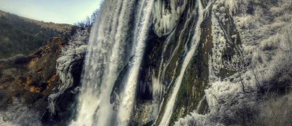 Pogledajte ledenu čaroliju slapa Krčića pored Knina (FOTO)