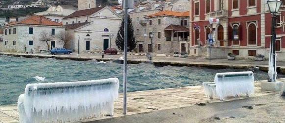 Stara godina: Slatina -20°C, snijeg u Konavlima, osjet hladnoće u Splitu -17°C, bura do 200 km/h (FOTO)