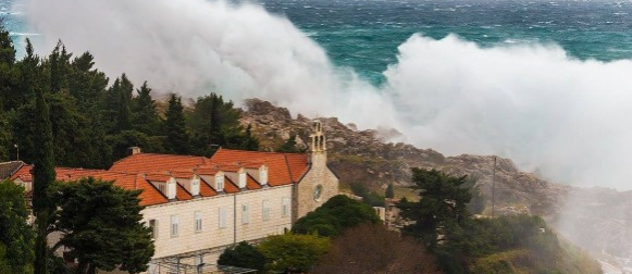 Ovako je izgledao dan velikih valova u Dubrovniku (FOTO, VIDEO)