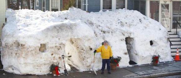 Obitelj u Bostonu riješila se snijega, sagradila iglu