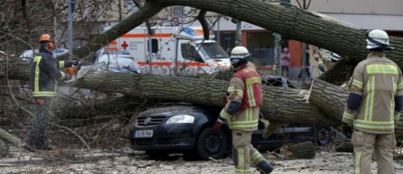 Orkanska oluja Niklas usmrtila devet osoba  u Europi