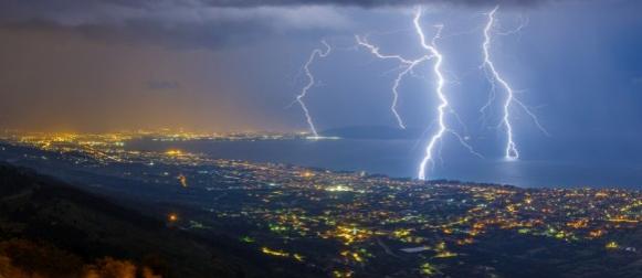 Noć spektakularnih munja nad Dalmacijom (FOTO, VIDEO)