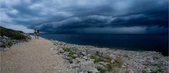Ciklona Emilije otpuhala vrućine; U Starigradu pale 103 litre kiše
