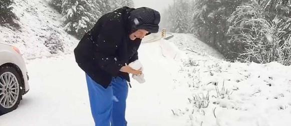 Video 101-godišnje bake koja se raduje snijegu kao dijete oduševio svijet