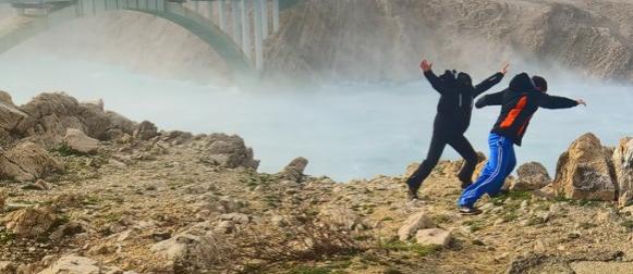 Crometeo lovci na oluje odolijevali orkanskoj buri na Paškom mostu (VIDEO)