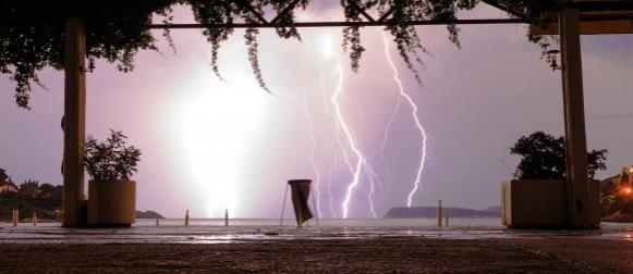 Stigla nova ciklona: Nevrijeme na jugu Dalmacije, večer munja na Jadranu