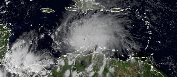 Uragan Matthew naglo jača nad Karipskim morem