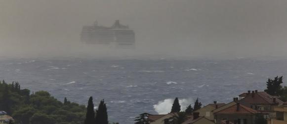 Promjenjiv vikend uz puno vjetra i topline, na sjevernom Jadranu obilna kiša!