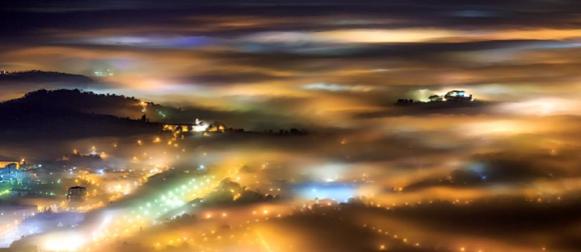 Crometeo Photo Contest: Svjetla grada kroz maglu i zlato za Marka Korošeca