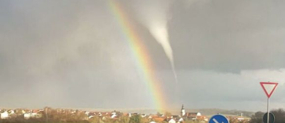 Njemačka: Tornado i duga