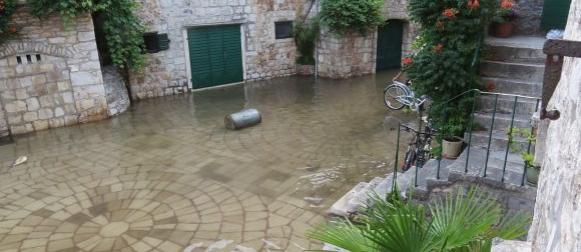 Katastrofalna plima u Starom Gradu na Hvaru