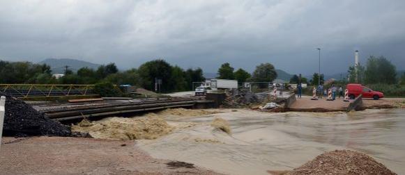 Pazin:  U 12 sati pale 142 litre kiše, Nabujala Raša odnijela most
