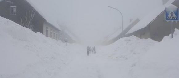 Rekordna visina snijega u Delnicama za veljaču; U Dubrovniku 17,3°C