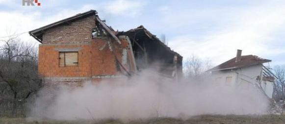 Izvanredno stanje zbog poplava: U Hrvatskoj Kostajnici odron tla, uništene  kuće