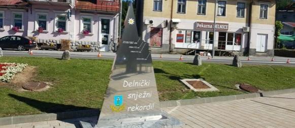 Delnice: Neobična skulptura otkrivena na Trgu goranskih drvara i šumara