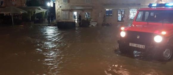 Obilna kiša pala i na Hvaru:  U tri sata pala mjesečna količina kiše