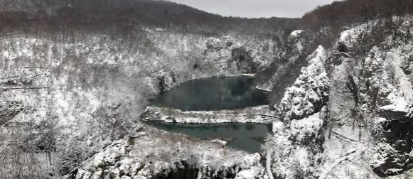 Snijeg zabijelio i nizine, potop u Makarskoj